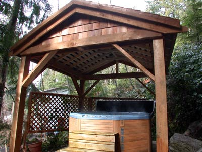 Private hot tub at the Sechelt Treehouse cottage