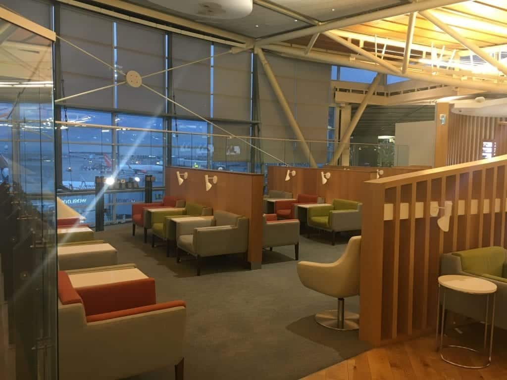 Delta Skyteam YVR lounge - seating options