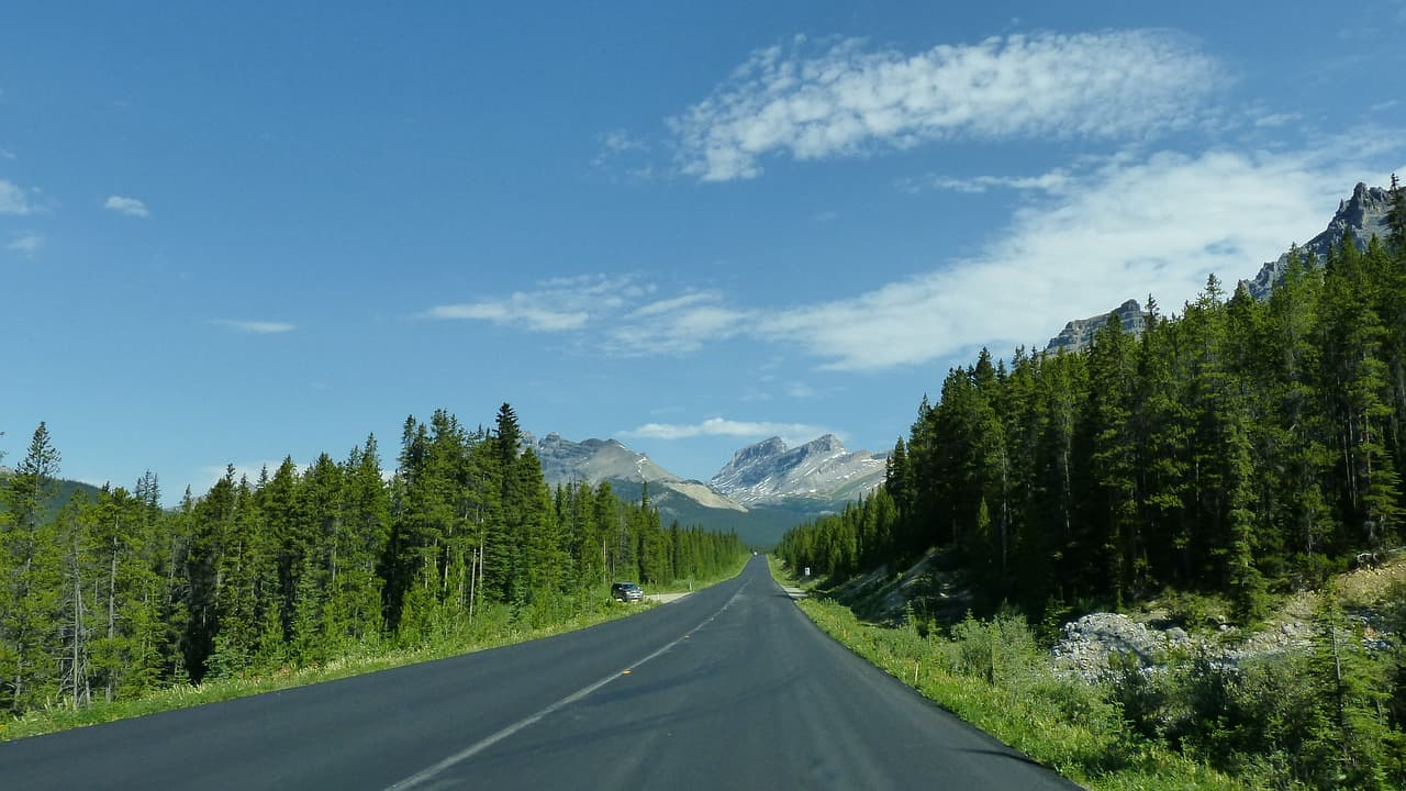 Icefields Parkway in Canada's Rocky Mountains, a sight on a Vancouver to Banff tour