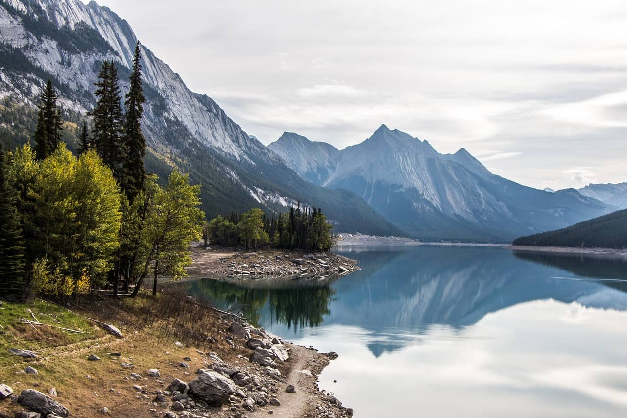 A beautiful lake in Canada's Rocky Mountains, which can be seen on a Vancouver to Banff tour