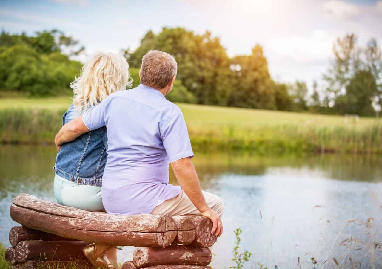 A happy senior couple with the best travel insurance for seniors over 70