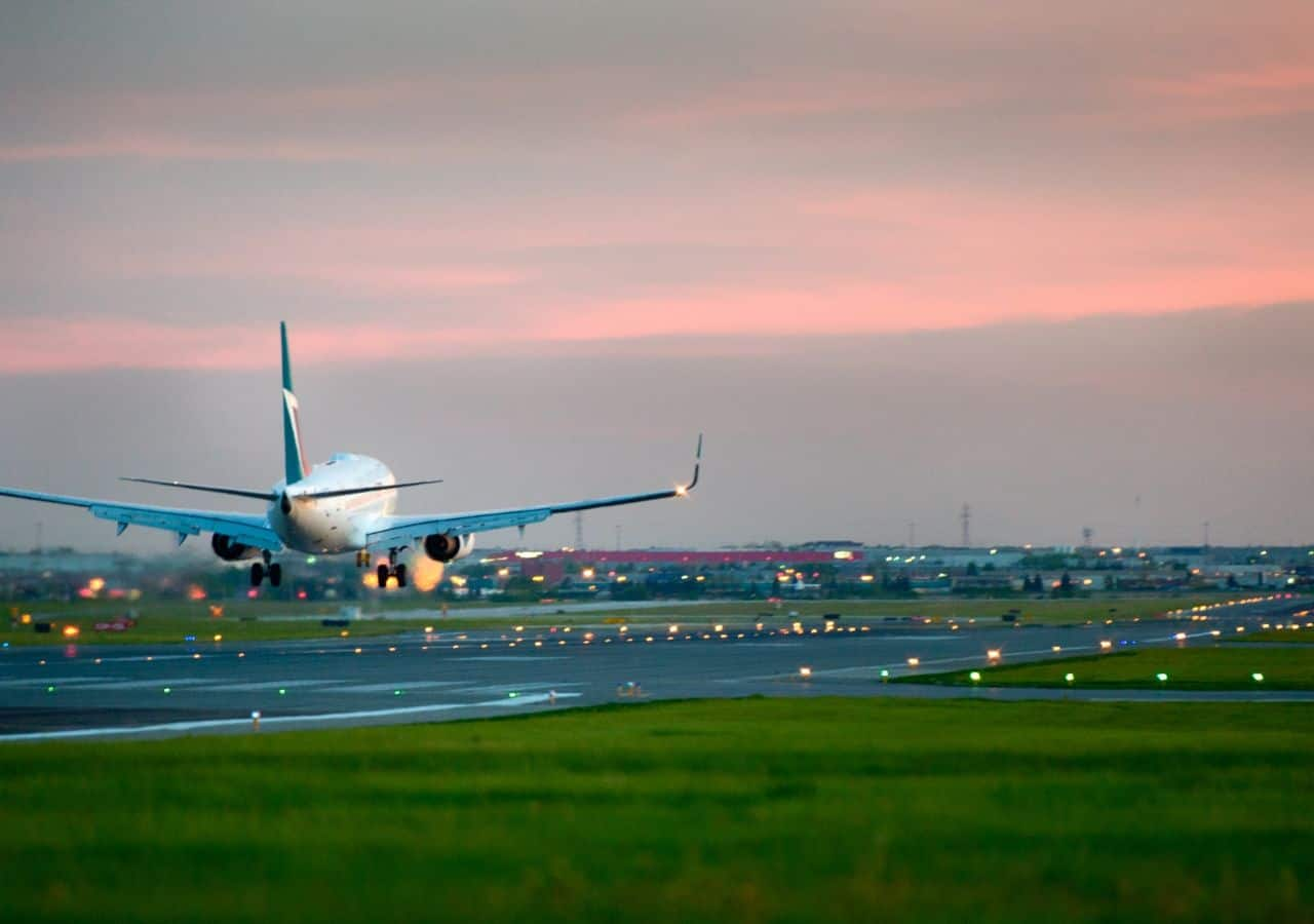 Plane taking off - best brunch in Richmond
