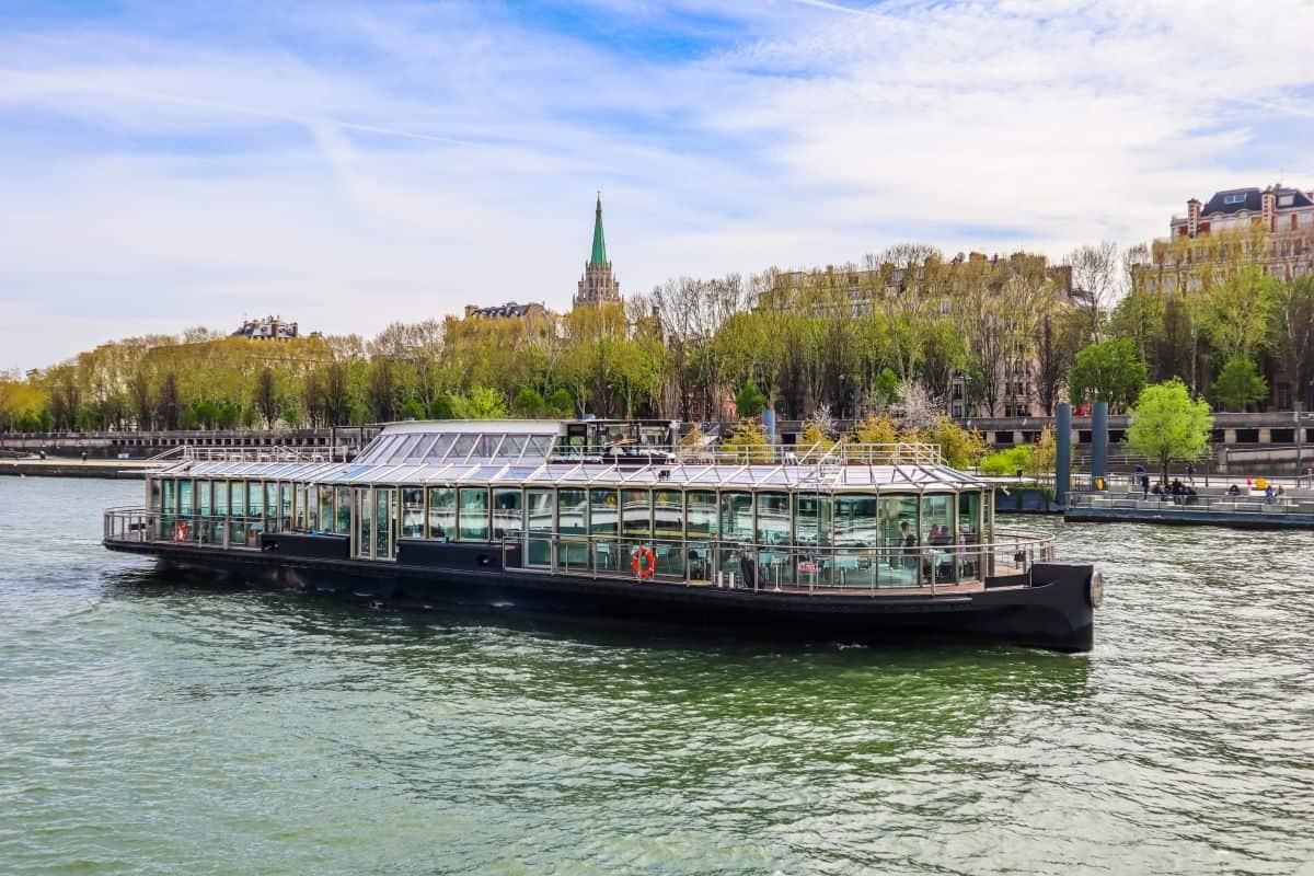 best dinner cruise in Paris on the Seine